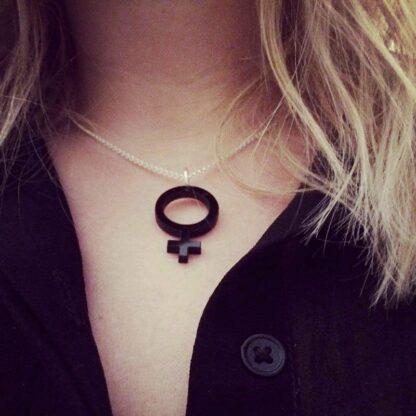 Halsband Hon mini (kvinnosymbol) - Svart